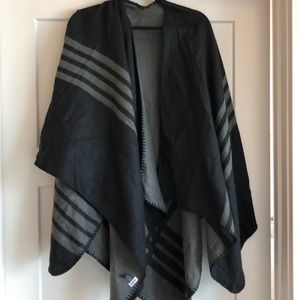 BB Dakota Accessories - NWOT BB Dakota poncho